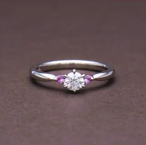 ストレートピンクサファイヤダイヤモンドリング