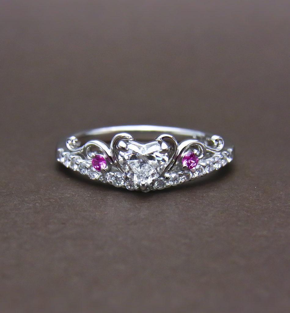 ピンクサファイアダイヤモンドエンゲージリングハート