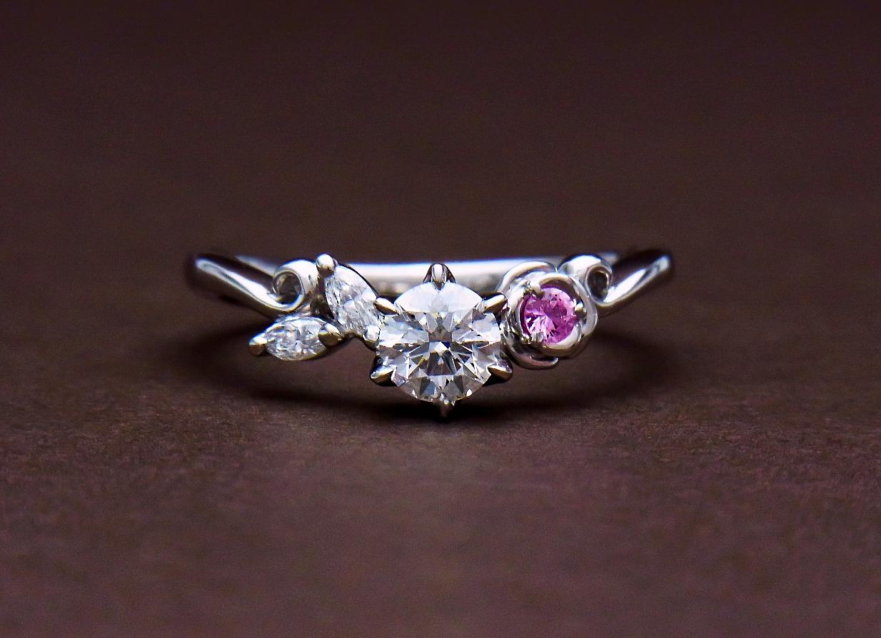 ピンクサファイヤダイヤモンドエンゲージリング