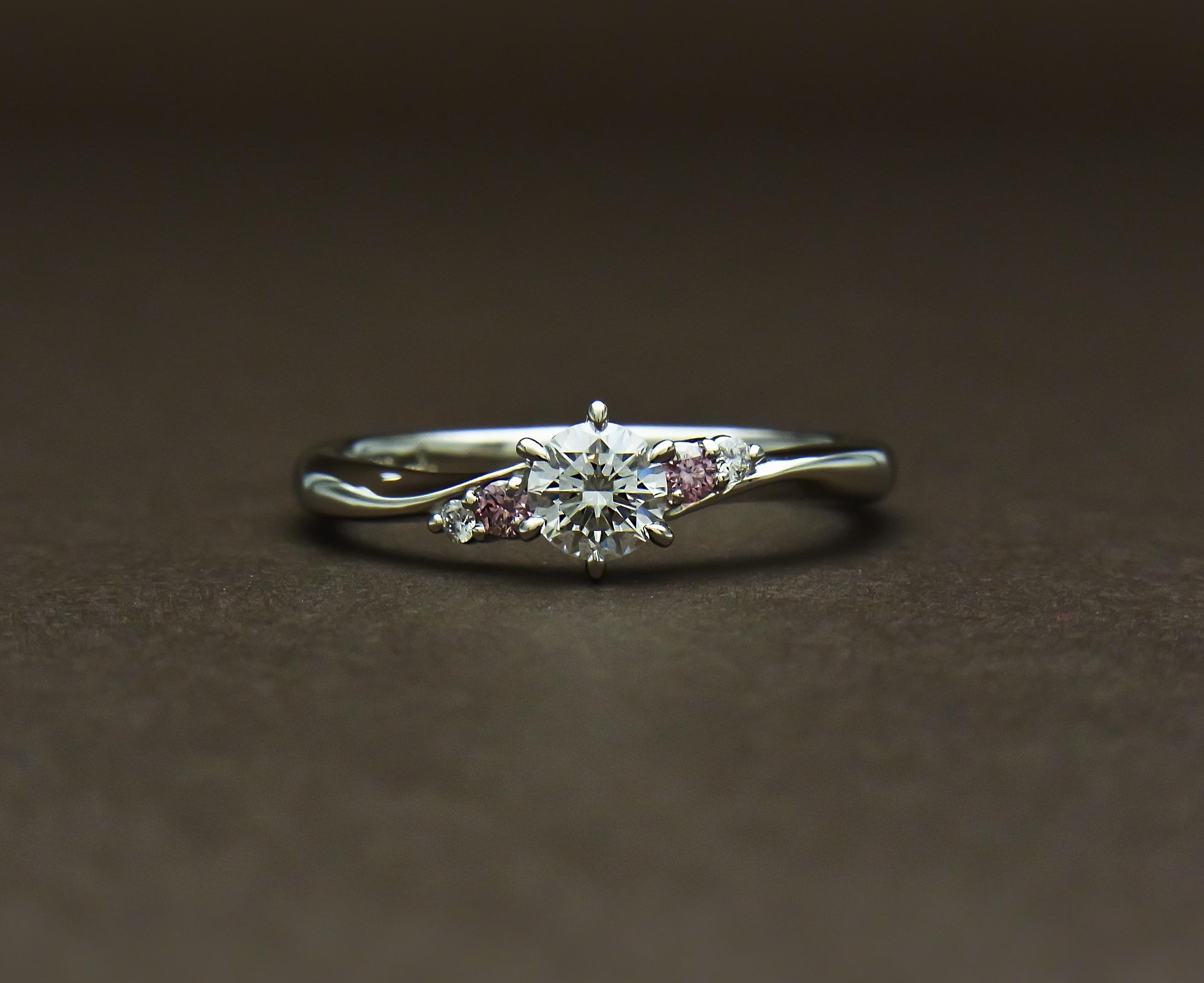 ピンクダイヤモンド婚約指輪