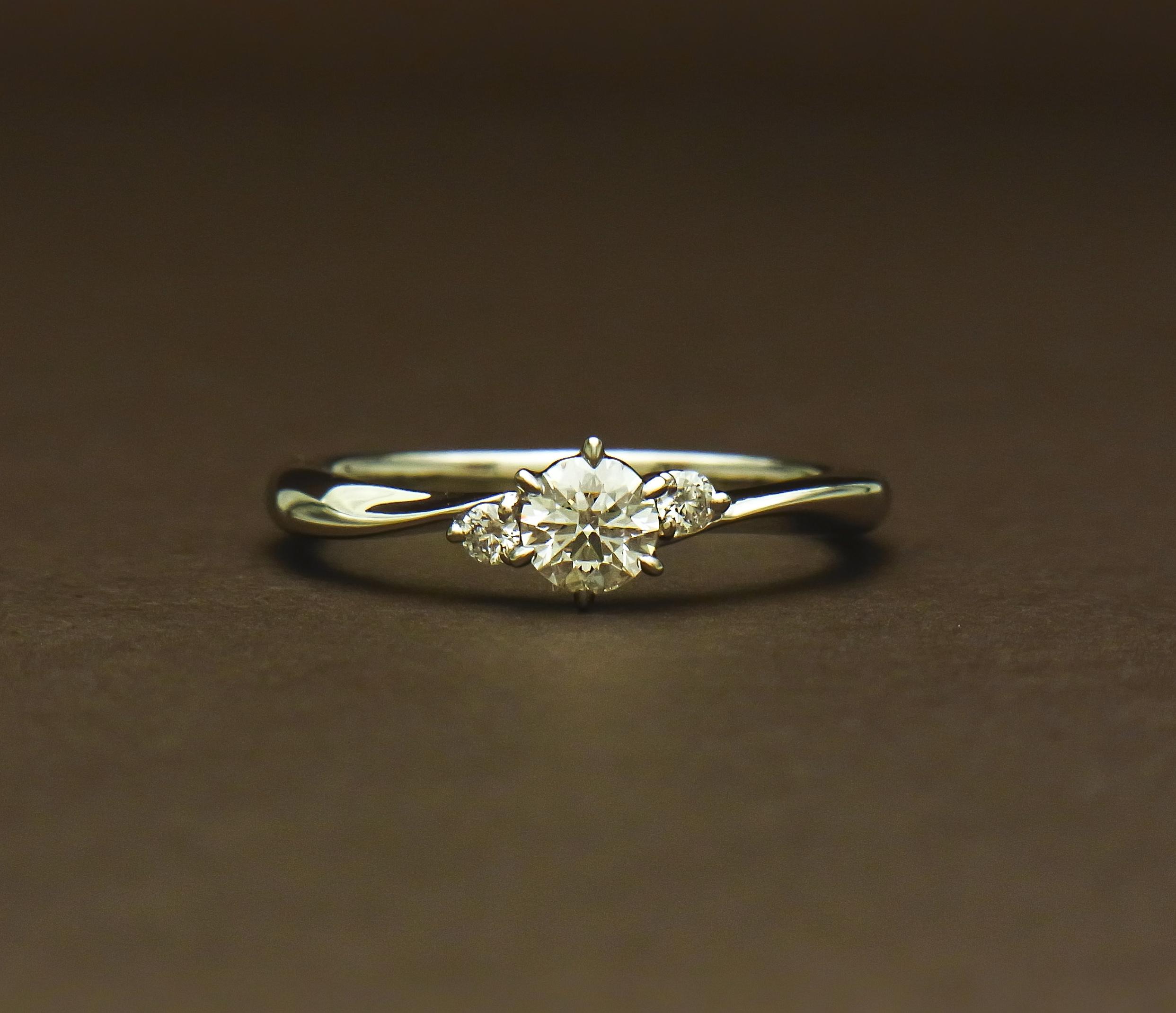 ウェーブライン婚約指輪